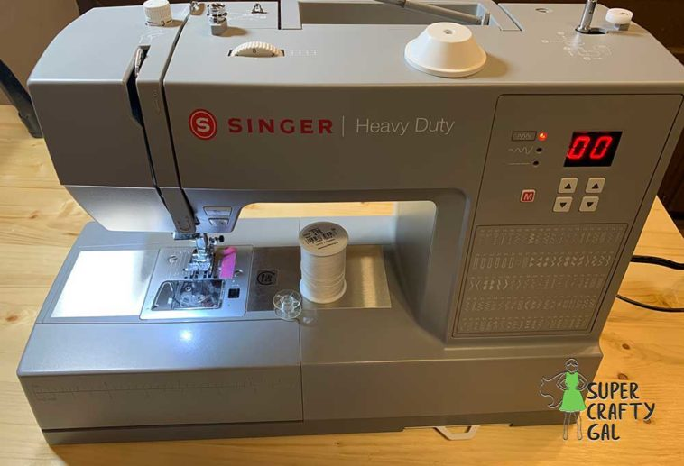 Close up view of a Singer 6600C Heavy Duty Sewing Machine